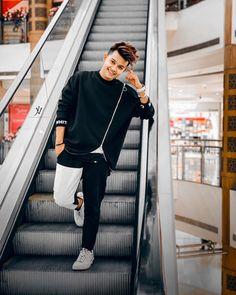 "RIYAZ ALY 🔥 on Instagram: ""Dushmani kam karo chill maaro Meri ek hansi tumhare liye kaafi hai bhai 😉 #RiiFam ♥️"" Cute Boy Photo, Photo Poses For Boy, Boy Poses, Cute Girl Pic, Cute Girls, Balochi Girls, Teen Celebrities, Dear Crush, Boy Photography Poses"