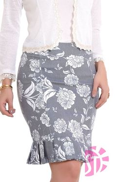 grey and white print skirt Blouse And Skirt, Blouse Dress, Dress Skirt, Skirt Outfits, Stylish Outfits, Fashion Outfits, Office Outfits, Work Attire, Printed Skirts