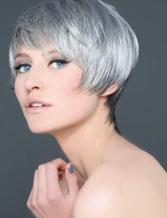 Cheveux Argenté Short Pixie Haircuts, Short Hair Cuts, Short Hair Styles, Cut And Color, Gray Color, Schwarzkopf Professional, Going Gray, Grey Hair, Vanity Fair