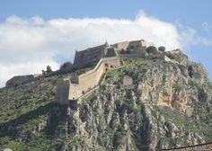 Palamidi Castle in Nafplio viewed from Akronafplia. Notice the steps leading down the hill and into the old town of Nafplio. Military Engineering, Old Town, Monument Valley, Grand Canyon, Mount Rushmore, Greece, How To Memorize Things, Old Things, Marvel