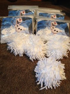 Olaf's indoor snowball fight kit! Snowball fights without the frozen fingers. Great idea for a Fish Extender gift.