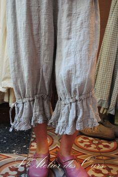 2 Pantalon gris Basico.    rosa que caiga recto por abajo, sin casi fruncir