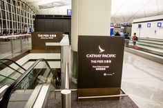 Eingang zu der Cahthay Pacific First Class Lounge \