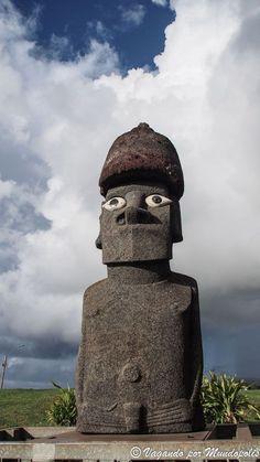 Viaje a Isla de Pascua: Que ver y que hacer en la isla de Rapa Nui Easter Island, Great Wall Of China, Important People, Moana, Temples, Sculpture Art, Beautiful Places, Tours, America