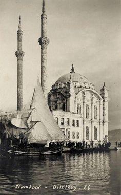 ORTAKOY MOSQUE : was built by (Armenian Architect) Nigogos BALYAN. in Baroque-style for Sultan Abdulmecit, between in Istanbul. Nigogos new desing was tried in This Mosque and Dolmabahce Mosque. Old Pictures, Old Photos, Beautiful Mosques, Islamic Architecture, Le Far West, Ottoman Empire, Historical Pictures, Kirchen, Karting
