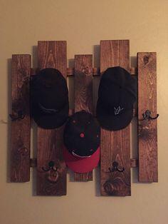 Hat rack coat rack purse rack entry way decor Home Wall Hat Racks, Diy Hat Rack, Ikea Shoe Storage, Hat Storage, Storage Ideas, Baseball Hat Racks, Baseball Hat Display, Purse Rack, Diy Purse Hook