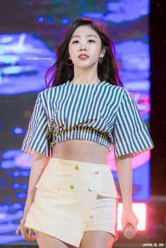 Lovelyz - Jisoo Kpop Girl Groups, Kpop Girls, Girl Day, My Girl, Seo Jisoo, Stage Outfits, Dope Outfits, Chinese Actress, Beautiful Asian Women
