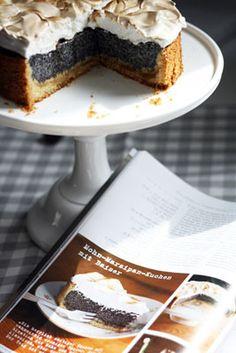 Mohn-Marzipan-Kuchen mit Baiser Rezeptangaben für 26er Springform (60% aller Zutaten für 20er Form)