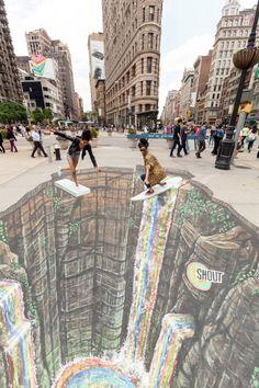 11 Mesmerizing Chalk Art Masterpieces That Will Melt Your Brains 3d Street Art, Amazing Street Art, Street Art Graffiti, Amazing Art, 3d Sidewalk Art, Pavement Art, 3d Chalk Art, Illusion Art, Urban Art