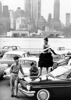 Model Lissy Schaper wearing a cocktail dress by Staebe-Seger photographed by Rico Puhlmann for Stern magazine, New York, 1960 Vintage Photography, Street Photography, Fashion Photography, Modeling Photography, Photografy Art, Ask The Dust, Photo New York, Ville New York, A New York Minute