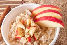 There is nothing better then healthy apple recipes for the fall! Not only are apples one of the most popular fruits, they also have lots of health benefits. High Protein Recipes, Protein Foods, Low Carb Recipes, Apple Cinnamon Oatmeal, Cinnamon Apples, Ground Cinnamon, Apple Recipes, Fall Recipes, Protein Meal Replacement