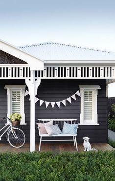 46 Ideas for house exterior ideas coastal Exterior Color Schemes, Grey Exterior, House Paint Exterior, Exterior Paint Colors, Exterior House Colors, Exterior Design, Interior And Exterior, Black House Exterior, Paint Colours
