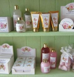 Tutorial with pictures - miniature toiletries for dollhouse vanity table or bathroom