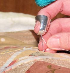 Step-by-step instructions for hand quilting