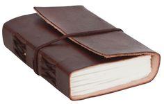 Dieses schöne Lederbuch 'Jasmin' hat einen Einband aus naturgegerbtem und ungeprägtem Rindsleder. Es ist 12,5 cm hoch, 9 cm breit und 3 cm tief und hat ca. 200 Seiten. Format: B7 - Gusti Leder - P31