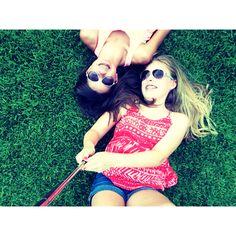Best friend picture ideas! Taken with selfie stick. Easy& cute