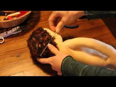 Tutorial muñeca waldorf: Coser pelo - YouTube