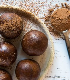 Quick and Easy Mocha Protein Balls. No blending, no dates and oh so delicious. Free from gluten, grains, dairy, egg and refined sugar. Enjoy.