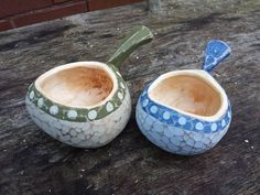 I love these little salt pots , they have a really nice weight about them when loaded with salt Wooden Spoons, Wooden Bowls, Scandinavian Mugs, Green Woodworking, Wood Carving, Wood Crafts, Really Cool Stuff, Hand Carved, Tableware