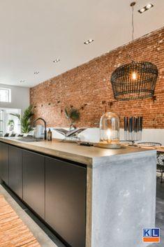 Prachtige keuken geplaatst door Keukenloods.nl Amsterdam. Van alle gemakken voorzien en aangepast op het interieur van de woning.