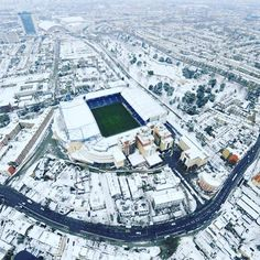 Stamford Bridge in winter Wales Football, British Football, Chelsea Football, Chelsea Blue, Chelsea Fans, Chelsea Fc Players, Barcelona Football, Stamford Bridge, English Premier League