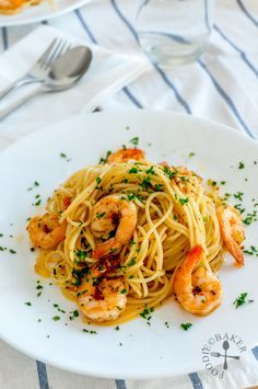 Spaghetti Aglio Olio with Prawn Spaghetti Aglio Olio Recipe, Aglio E Olio Recipe, Pasta Aglio E Olio, Spaghetti Recipes, Prawn Recipes, Seafood Recipes, Pasta Recipes, Cooking Recipes, Pasta