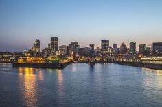 The gorgeous skyline of the city of Montreal. This city of full of culture, sports, and food! Montreal Ville, Of Montreal, Canadian Grand Prix, Tourism Marketing, Social Marketing, Sites Touristiques, Skyline, Local Attractions, Parcs