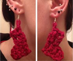 Looking for a unique pair of Christmas earrings that will be totally different from anybody else's? These Crochet Stocking DIY Earrings are the perfect combination of festive and unique for this holiday season. Diy Christmas Necklace, Crochet Christmas Ornaments, Christmas Jewelry, Christmas Crafts, Office Christmas, Xmas, Diy Ugly Christmas Sweater, Christmas Stockings, Diy Earrings