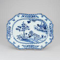 Travessa em porcelana Chinesa de Cia das Indias do sec.18th, Periodo Qianlong, 38,5cm X 30cm, 1,860 USD / 1,630 EUROS / 6,490 REAIS / 11,980 CHINESE YUAN soulcariocantiques.tictail.com