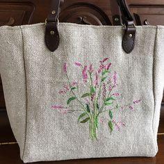 나만을 위한... 어젯밤 사진이 사라졌다... #프렌치린넨백 #야생화자수 #여뀌#lienart #lienlove #sewing #embroidery Embroidery Needles, Crewel Embroidery, Jute Bags, Easy Paintings, Burlap, Reusable Tote Bags, Diy, Tejidos, Scrappy Quilts