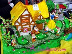 This wonderful Snow White Cake includes the Seven Dwarfs' House, the Wishing Well, Snow White, and the Seven Dwarfs. Fondant Cakes, Cupcake Cakes, Snow White Wedding, Snow White Cake, Snow White Birthday, Kid Desserts, Character Cakes, Disney Cakes, White Cottage