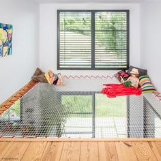 A hammock floor will allow you to create additional living space, with a contemporary design that will allow you to preserve natural light. Filet Trampoline, Spa Design, House Design, Mezzanine Bed, Hammock Netting, Stair Slide, Filets, Play Houses, Contemporary Design
