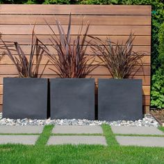 Best Front Yard Landscaping Ideas and Garden Designs modern landscape design pots stone pathmodern landscape design pots stone path Modern Landscape Design, Modern Garden Design, Contemporary Garden, Modern Landscaping, Backyard Landscaping, Landscaping Ideas, Modern Design, Landscaping Software, Landscape Architecture