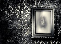Haunted mirrors.   13 Things Needed To Keep Your Halloween Party Classy AF Halloween Train, Halloween Food Crafts, Creepy Halloween Party, Halloween Dinner, Halloween Birthday, Holidays Halloween, Halloween Decorations, Halloween Ideas, Halloween Parties