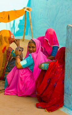 Women in Bishnoi tribal village, near Rohet, Rajasthan, India We Are The World, People Of The World, In This World, Goa India, World Of Color, Color Of Life, Indian Colours, Amazing India, Indian People
