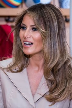First Lady Melania Trump Milania Trump Style, Melania Knauss Trump, Us First Lady, Trump Hair, Trump Photo, Malania Trump, Donald And Melania, African American Women, American History