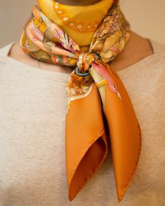 「Au Coeur de la Vie 90 cm carre designed by Aline Honore. An another timeless scarf from Hermes Fall Fashion 2016, Autumn Fashion, Womens Fashion, Turbans, Bandana, Preppy Style, My Style, Hermes Handbags, How To Wear Scarves