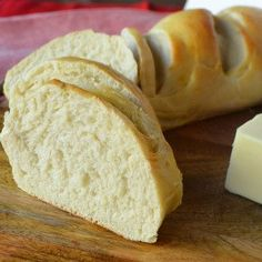 Homemade bakery french bread in minutes. This super simple and easy french bread recipe will be a hit in your home. It only takes a little more than an hour to have hot, fresh bread straight out of the oven. Forget the bakery when you can make it at home! Easy French Bread Recipe, French Bread Loaf, Homemade French Bread, Easy Bread Recipes, Cooking Recipes, Flat Bread, Diet Recipes, Fresh Bread, Sweet Bread