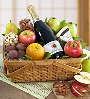 Distinctive Organic Fruit & Cheese Gift Basket-Tasty Orchard Fresh Gift Present Cheese Gift Baskets, Gourmet Baskets, Cheese Gifts, Food Gift Baskets, Wine Baskets, Basket Gift, Gourmet Food Gifts, Gourmet Recipes, Fruit Gifts