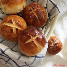 Jednoduché bochánky - eKucharka.cz Hamburger, Bread, Food, Brot, Essen, Baking, Burgers, Meals, Breads