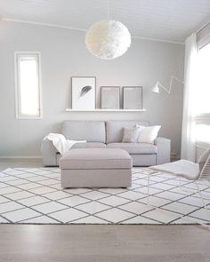 Laittaako vähän vai paljon kehyksiä  Taitaa olla ikuisuuskysymys minulle   #taulukollaasi #posters #myhome #interior #decor #whitehome #nordicminimalism #nordichome #scandinavianhome #moderhome #minimalism #simplestyle #livingroomdetails #vitaeos #hayheelounge