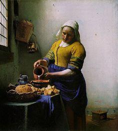 """Del notable maestro Barroco holandés Johannes Vermeer, una de las más destacadas obras pictóricas que tiene como tema central al nutritivo alimento que ha acompañado a la humanidad a lo largo de su historia.   """"La Lechera"""" (De Melkmeid) Óleo sobre lienzo 44,5 cm × 41 cm."""