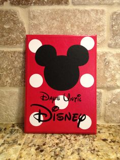 Disney World Vacation Chalkboard! Thinking this would be fun to post on our entry table a month before our trip & have other Mickey decor around it!