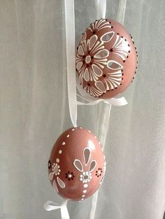 eggs wax Items similar to Set of 3 brown Hand Decorated Painted Easter Egg Madeira with string, Traditional Slavic Wax Pinhead Chicken Egg, Pysanka on Etsy Easter Egg Crafts, Easter Eggs, Egg Shell Art, Easter Egg Pattern, Carved Eggs, Fun Easy Crafts, Easter Coloring Pages, Diy Ostern, Murano