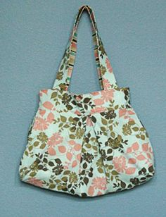 This free pattern is brought to you by My Spare Time. Get the free purse pattern here Sewing Studio Get to know your machine and the basics of pinning, sti