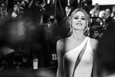 Pin for Later: Le Festival de Cannes en Noir et Blanc, C'est Encore Mieux! Doutzen Kroes