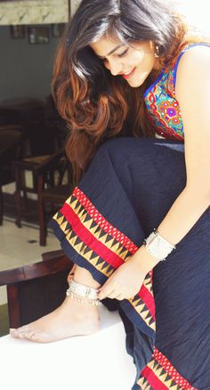 Hello Angels, I love wearing traditional clothes and while I was in Rajasthan I wanted to dress like that. I chose to wear a Ghaghra skirt w. Casual Day Outfits, Boho Outfits, Stylish Girl Images, Stylish Girl Pic, Girl Photo Poses, Girl Poses, Western Outfits Women, Indian Photoshoot, Boho Girl