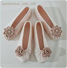 @ 👏💖ð … – Knitting News Crochet Sandals, Crochet Boots, Diy Crochet, Crochet Baby, Crochet Shoes Pattern, Shoe Pattern, Crochet Patterns, Easy Knitting, Knitting Socks