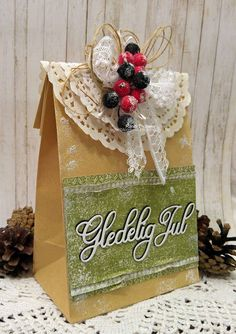RANDI'S LILLE BLOGG: Kort og Godt - Gledelig Jul Scandinavian Christmas, Cards, Gifts, Presents, Maps, Favors, Playing Cards, Gift