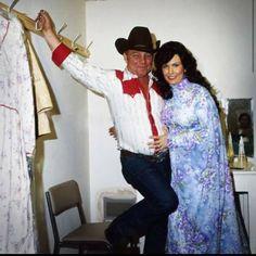 Loretta, W/Husband, Mooney Lynn Old Country Music, Country Music Artists, Country Music Stars, Country Singers, Country Girls, Vintage Country, Loretta Lynn Ranch, Greatest Country Songs, Female Singers
